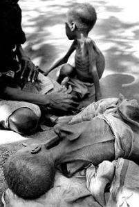 Mozambická občanská válka byla dlouhá a ošklivá. Skončila poté co se do snah o mír přestala pléstz mezinárodní diplomacie. Foto: Pinterest