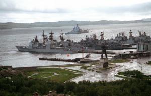 Americký křižník Yorktown v devadesátých letech minulého století v Severomorsku. Obrázek, který se hned tak nebude opakovat. Foto: Wikipedia