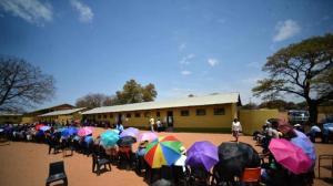Fronta před volební místností v Botswaně. Foto: Yahoo