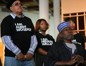 Aktivisté vystupující na podporu vraha Alberta Woodfoxe. Foto: Sfbayview.com