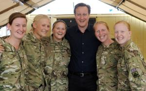 David Cameron si váží ozbrojených sil. Foto: Odd Stuff