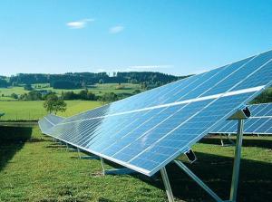 Fotovoltaické panely hyzdí a jizví krajinu. Ilustrační foto: Nazeleno.cz