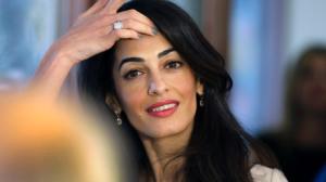 Amal Clooney je kromě uznávané právničky i manželkou hollywwoodské hvězdy. To činí z procesu předem velkolepé divadlo.  Foto: Cbc.ca