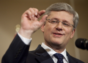Z vašich svobod ubude jen takhle malinkato, sděluje Kanaďanům premiér Harper. Foto: Twitter