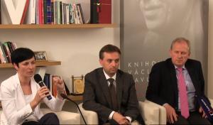 Dalšími hosty večera byli vrchní státní zástupkyně Lenka Bradáčová a předseda Nejvyššího správního soudu Josef Baxa. Reprofoto: ČT