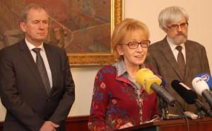 Helena Válková, Josef Baxa a Pavel Šámal oznamují dohodu ve věci dorovnání platů soudců. Foto: MSp