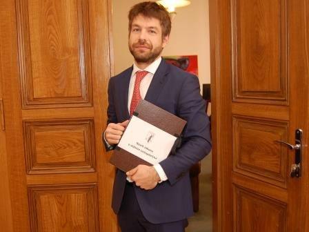"""Smolná """"Bílá kniha"""" ministra Pelikána"""