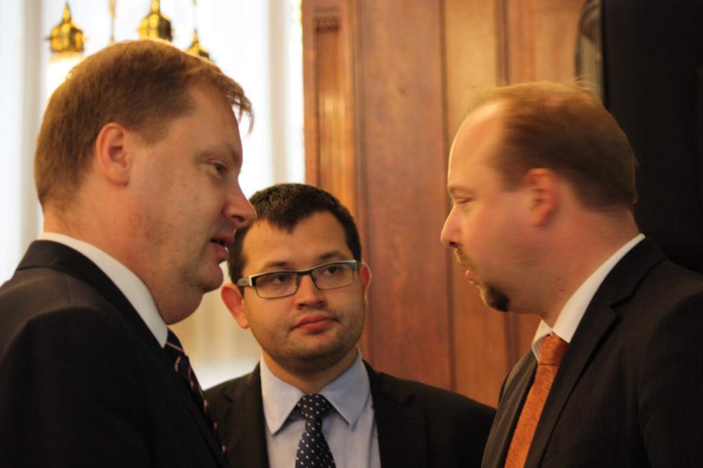 Jan Chvojka s kolegy z ÚPV Martinem Plíškem (TOP 09) a předsedou Jeronýmem Tejcem (ČSSD) Foto: archiv
