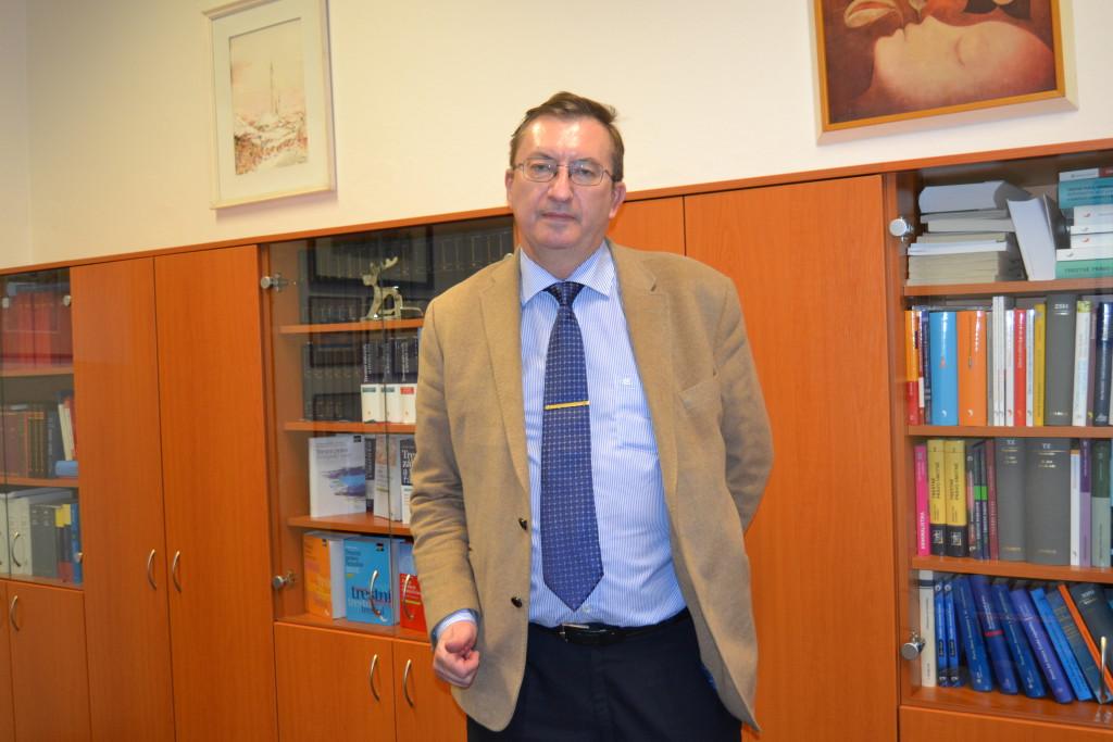 Profesor Jiří Jelínek ve své pracovně na Právnické fakultě UK Foto: Eva Paseková