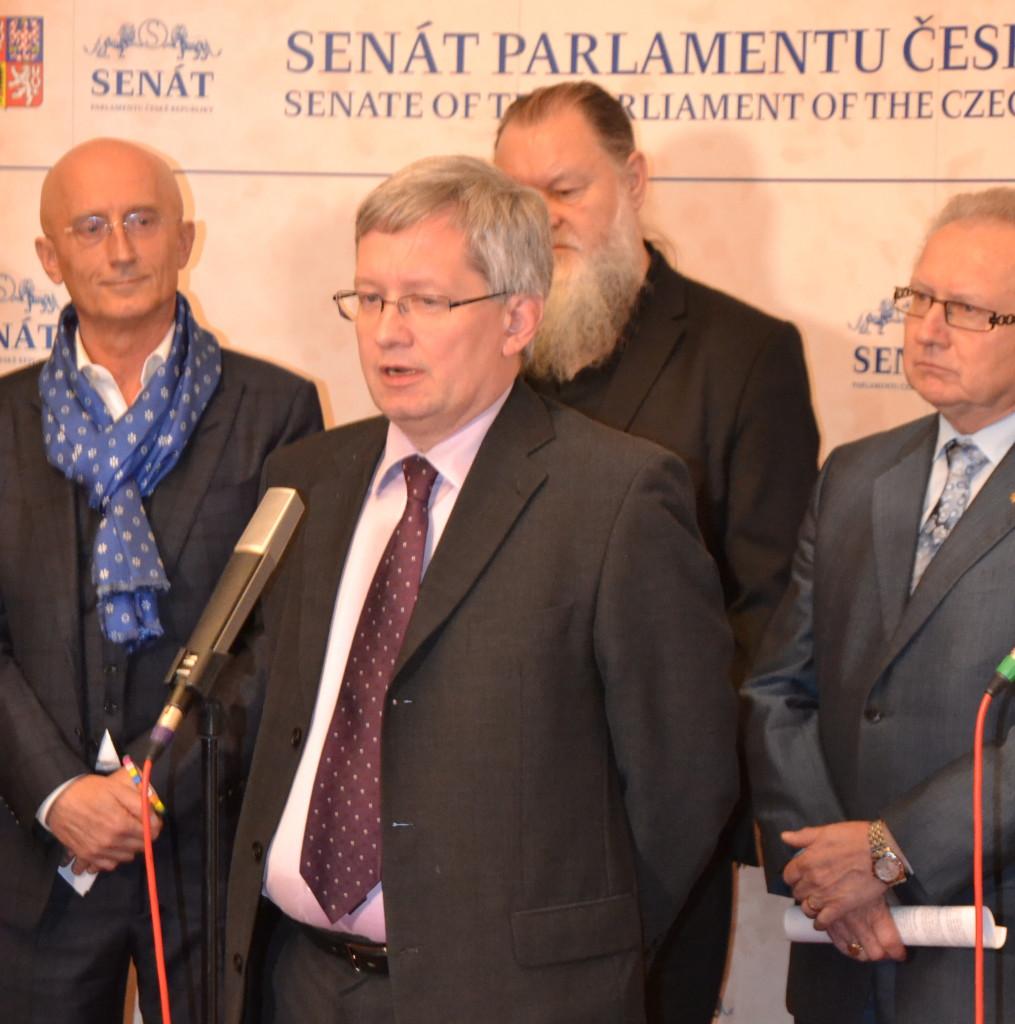 Senátor Ivo Valenta (vlevo), v popředí advokát Zdeněk Koudelka Foto: Eva Paseková