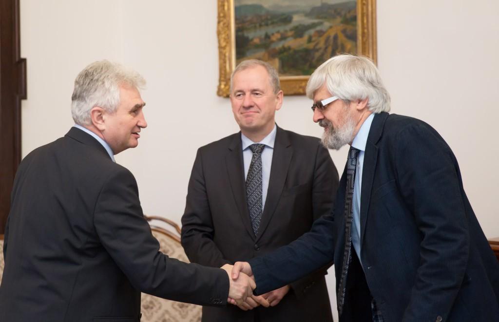 Předseda Senátu Milan Štěch jedná s Josefem Baxou a Pavlem Šámalem v Senátu Ilustrační foto: Senát