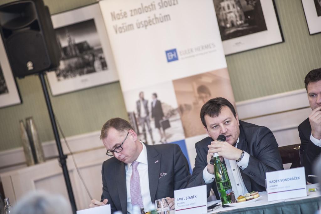 Česká asociace věřitelů (ČAV) hájí práva věřitelů a snaží se zlepšit jejich vnímání ve společnosti. Předseda Pavel Staněk uprostřed. Foto: ČAV