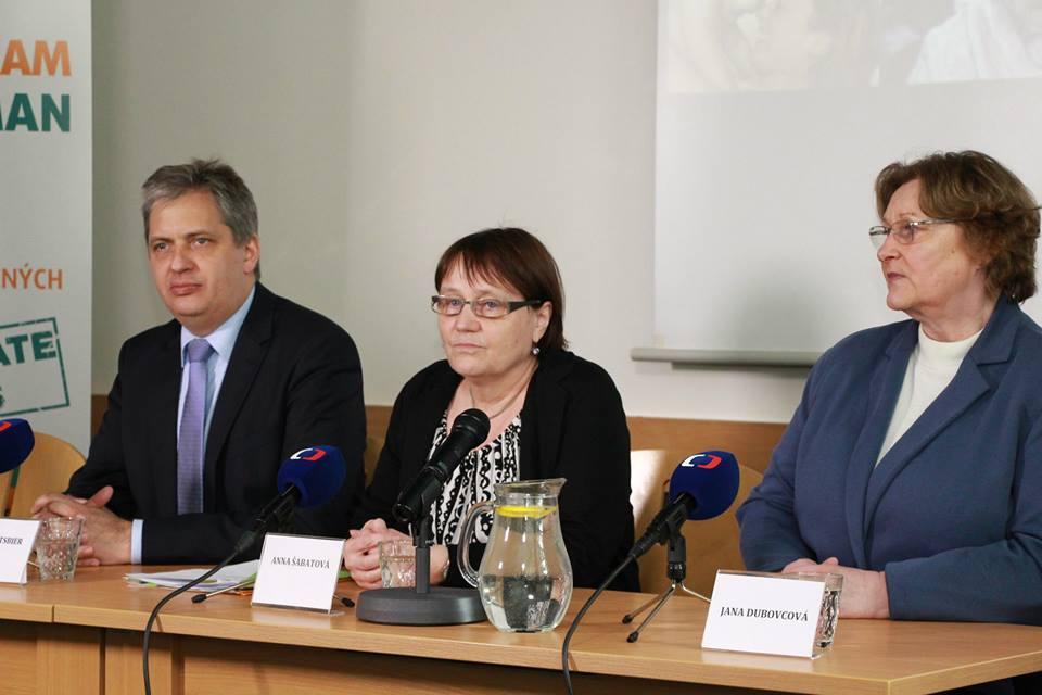 Ombudsmanka Anna Šabatová (uprostřed) Foto: Facebook