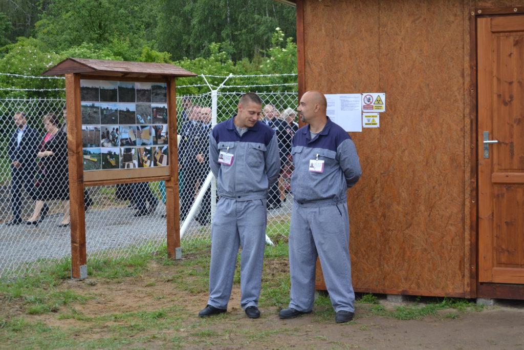 Vězni v Jiřicích, kteří obnovili zpustlý ovocný sad Foto: Eva Paseková