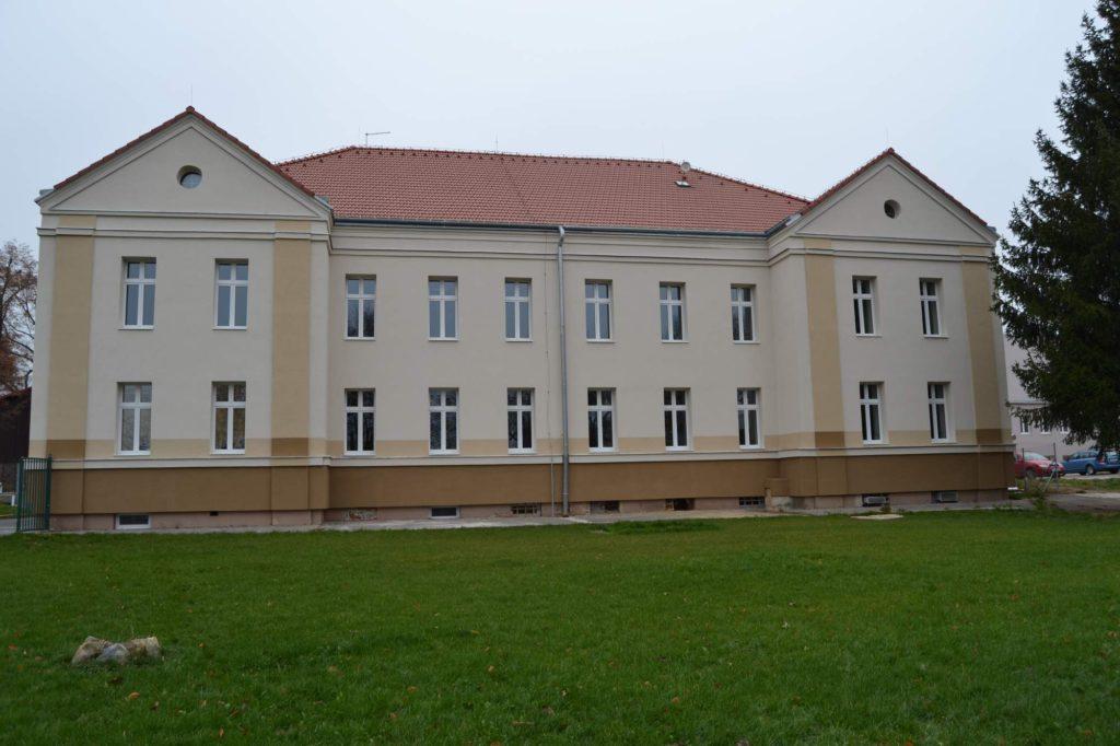 Hlavní budova po rekonstrukci