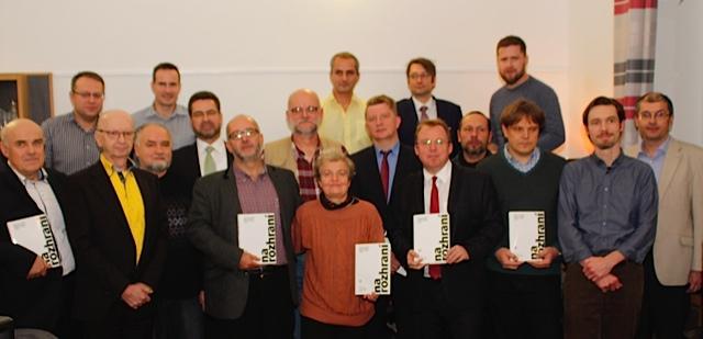 Karel Havlíček mezi ostatními autory na křtu knihy Foto: Petr Stříbrný