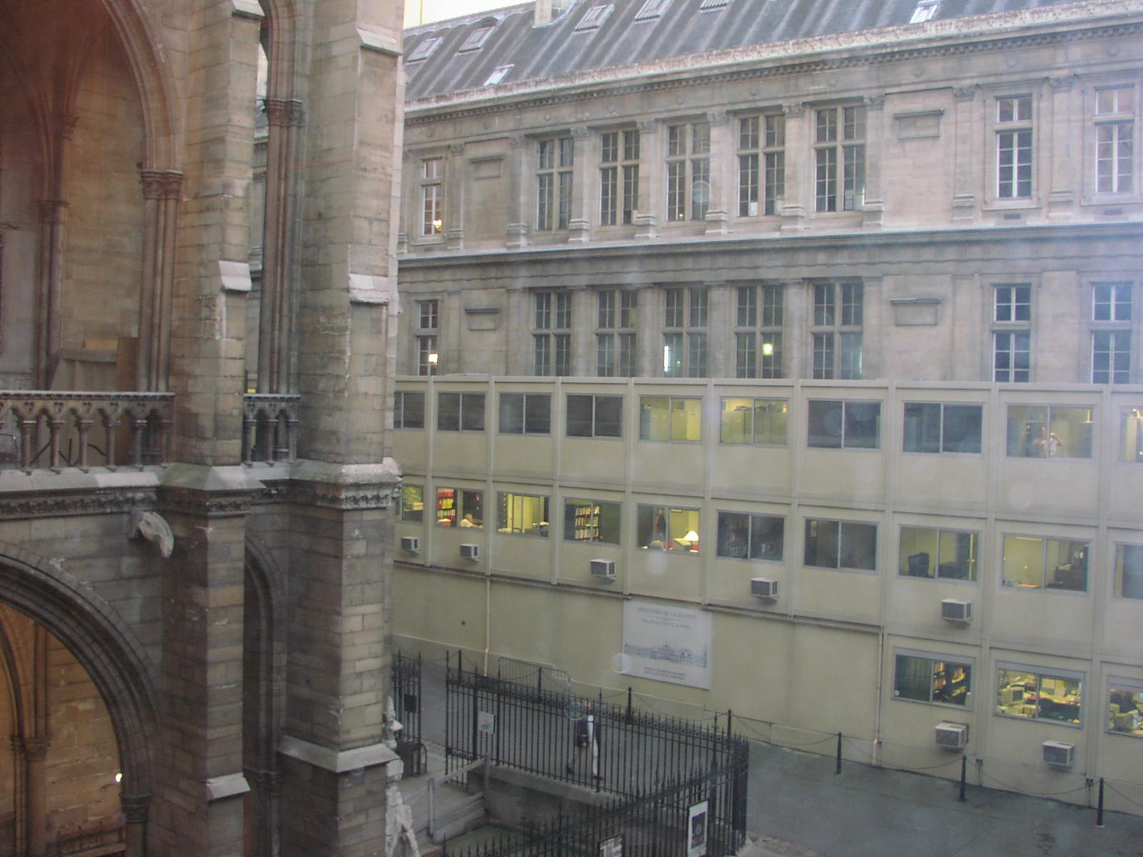 Takto unimobuňky využili na Odvolacím soudu v Paříži Foto: archiv